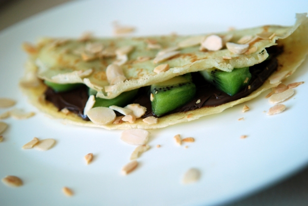 Crepes with Kiwi, Nutella and Almonds | the taste space