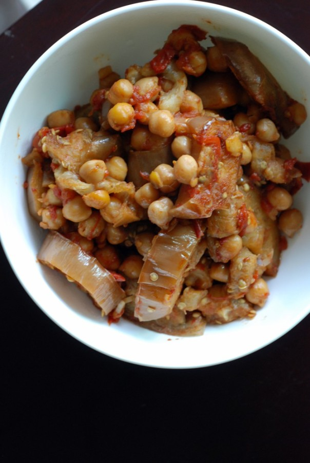 Lebanese Eggplants with Tomatoes and Chickpeas (Moussaka'a Menazzaleh)