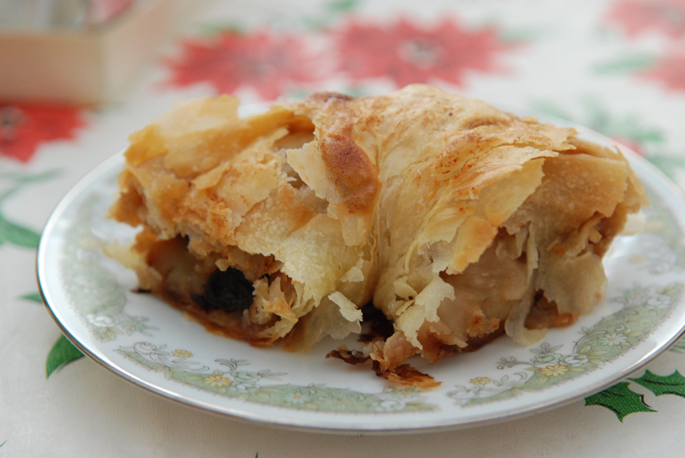 Apple Strudel (How to Make Authentic German Apfelstrudel) | the ...