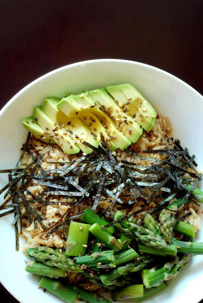 Sushi Bowl with Asparagus and Avocado