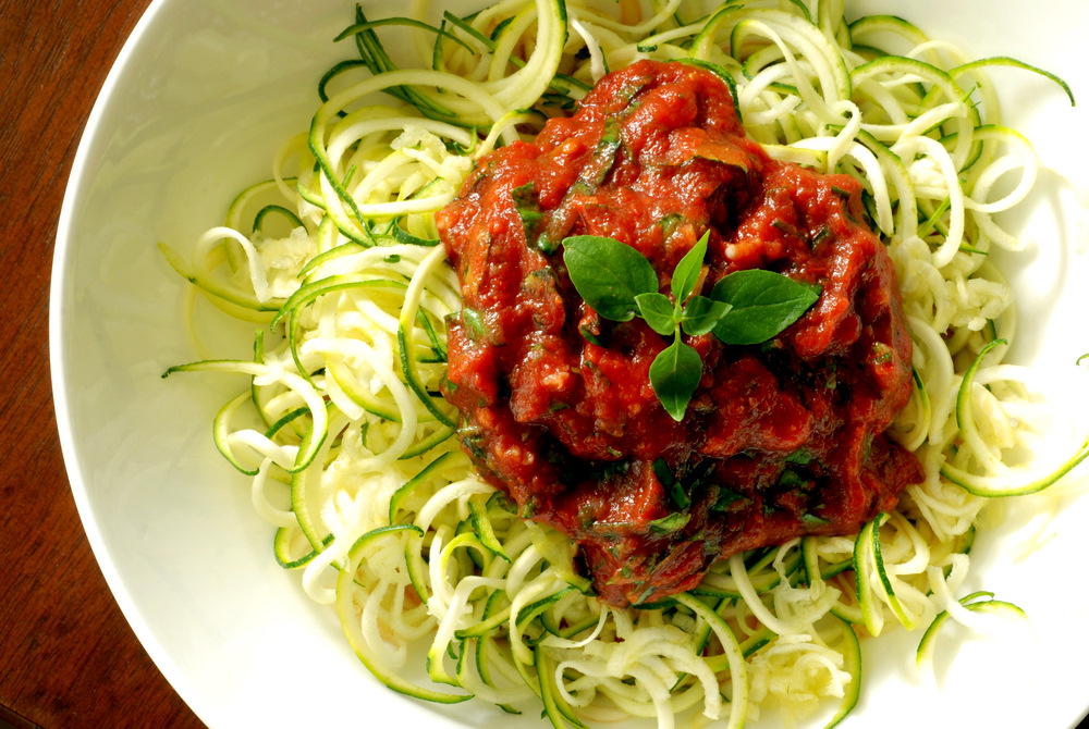 15 minute zippy garlic basil marinara with zucchini noodles the taste space. Black Bedroom Furniture Sets. Home Design Ideas