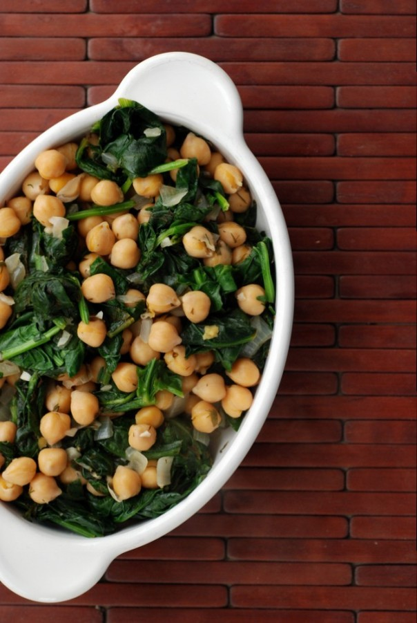 Greek Lemon-Dill Chickpeas with Spinach