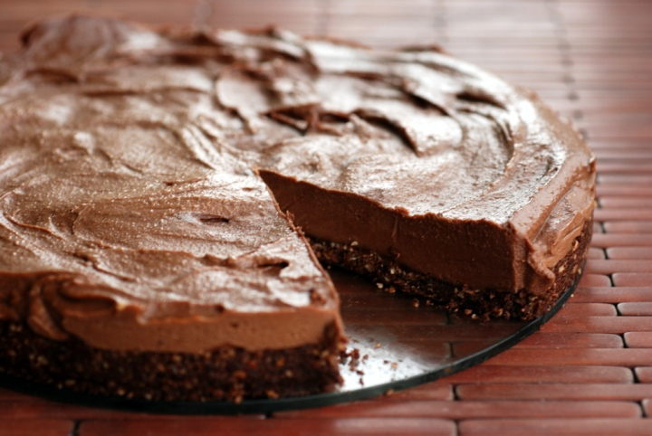 Better Than Nutella Cheesecake (Almost Raw Chocolate Hazelnut Cheesecake)