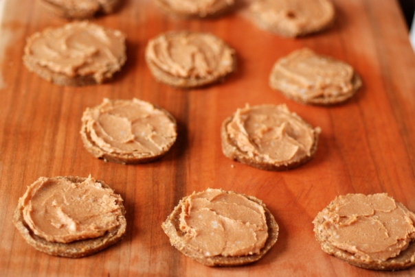 Raw Gingerbread Cookies with a Lucuma-Maple Frosting + Raw Cookies Cookbook Giveaway