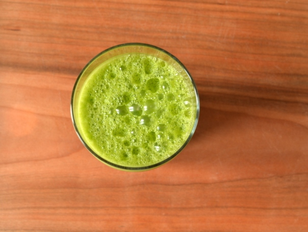 Green Apple Kale Juice + Superfoods Juices Cookbook Giveaway